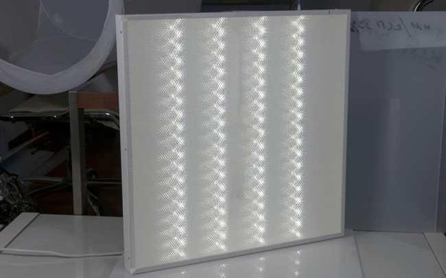 Органическое стекло с призматической структурой